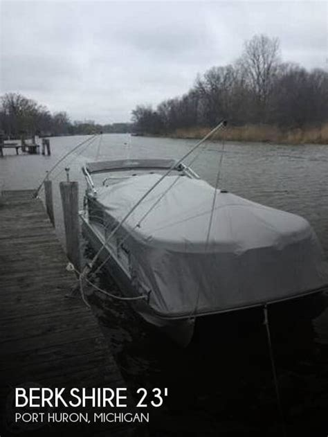 Boats For Sale In Port Huron Michigan by Canceled Berkshire 233 Rfx Sts Boat In Port Huron Mi