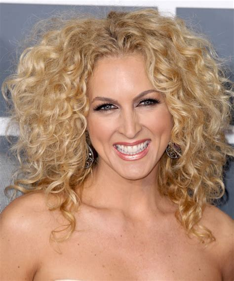 Kimberly Schlapman blonde curly hairstyle   BakuLand