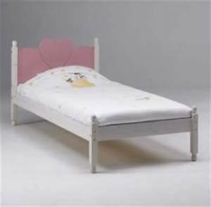 Lit Enfant 5 Ans : lit pour chambre de fille lit original pour am nager une chambre de fille lit voiture lit ~ Teatrodelosmanantiales.com Idées de Décoration