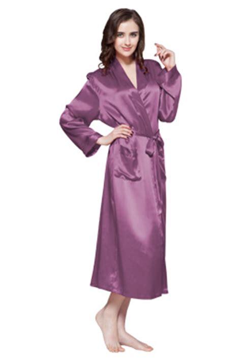 femme de chambre en suisse robe de chambre longue