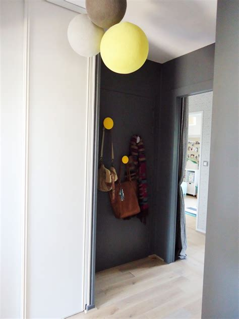 deco cuisine appartement une entrée et un couloir contrastés home by