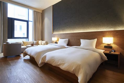 Hotel Bedroom Interior Design Ideas by Hotel Room Design Trends What Travellers Want In Their