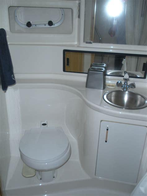 Bayliner Boat With Bathroom by Bayliner 3988 Turbo 330 Cummins Diesel 2 Bedroom 2