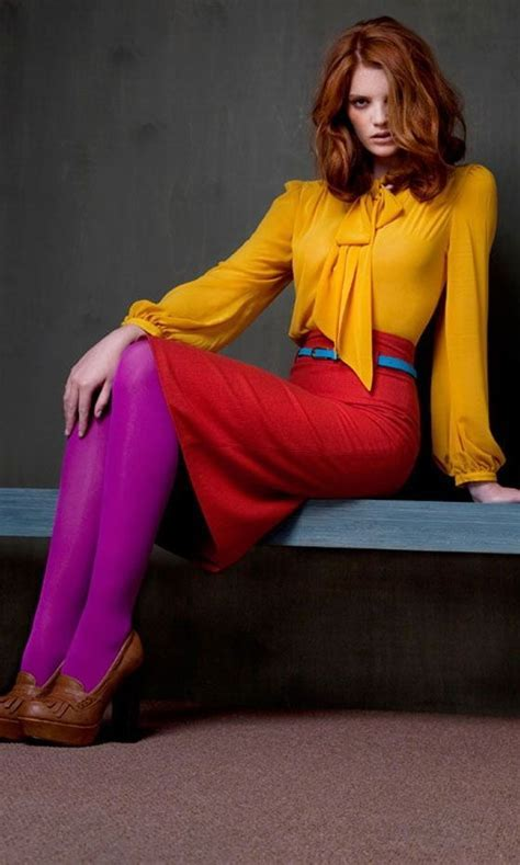 Cool Women's Outfit Ideas With Bright Colors 2018