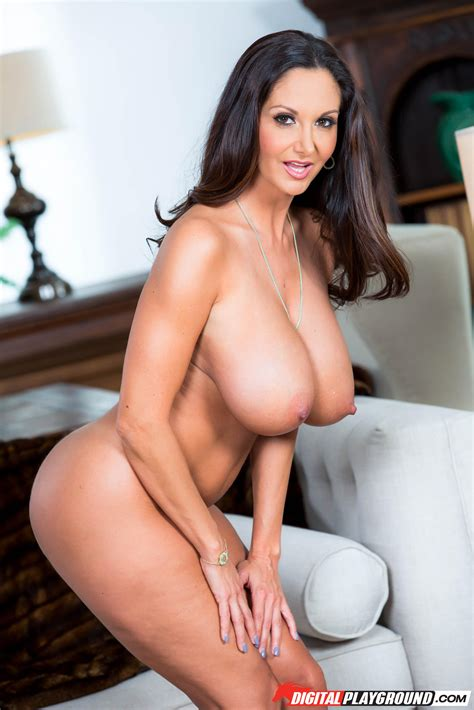 Ava Addams Looks Great While Completely Naked MILF Fox