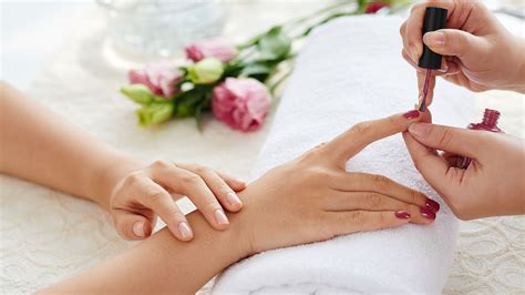 What To Expect From A Manicure