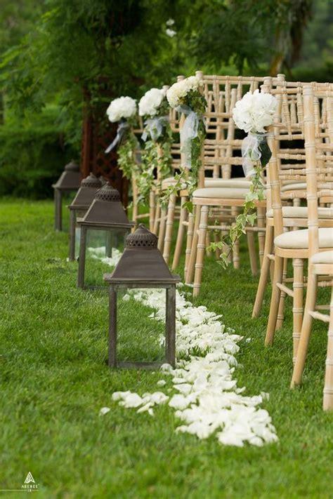 ceremonie laique arche petales de roses lanternes