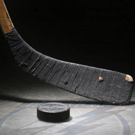 Download wallpaper: Hockey puck and hockey stick photo
