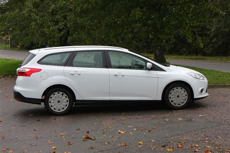 ford focus estate coffre ford focus estate review 2011 parkers