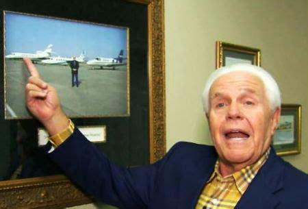 Sludinātājs aicina sekotājus ziedot lidmašīnas iegādei - e - BAZNĪCA