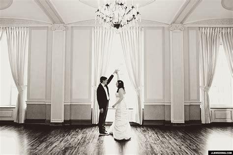 photographer captures lovely moments  newlyweds