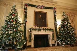 michelle obama showcases the 2014 white house holiday decorations