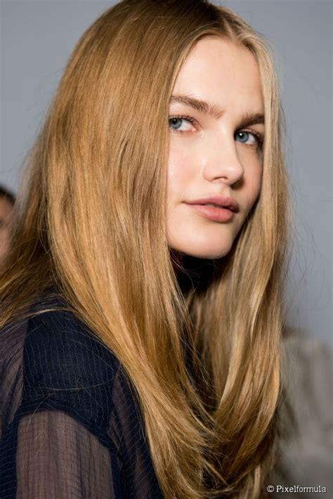 couleur blond vénitien le blond v 233 nitien est une excellente fa 231 on d ensoleiller les cheveux roux pour le printemps