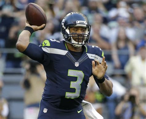 efficient russell wilson guides seahawks  dallas