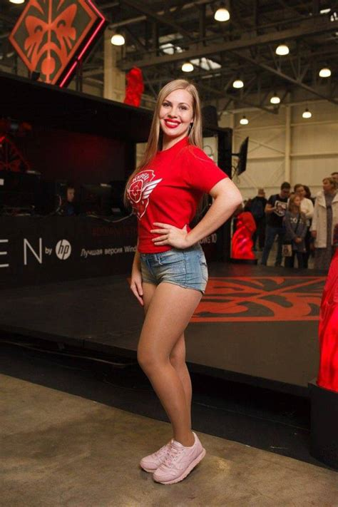 Russian Gaming Festival Has Some Pretty Hot Gamer Girls Wow Gallery Ebaums World