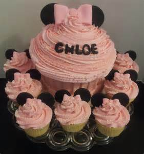 Minnie Mouse Baby Shower Cupcakes