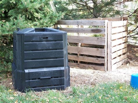 image of kitchen compost bin compost bins for the home types of composting containers