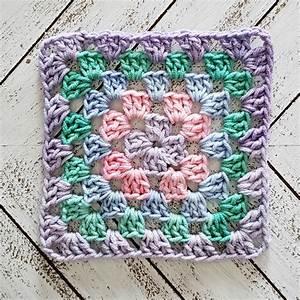 Easy Classic Granny Square Crochet Tutorial