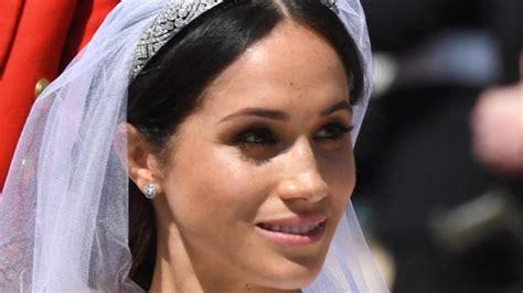 Alles, was prinz harrys zukünftige trägt, scheint. Herzogin Meghans Hochzeitskleid wird im Windsor Castle ...
