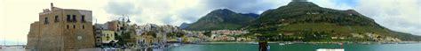 Onlinehafenhandbuch Italien Hafen Castellammare Del