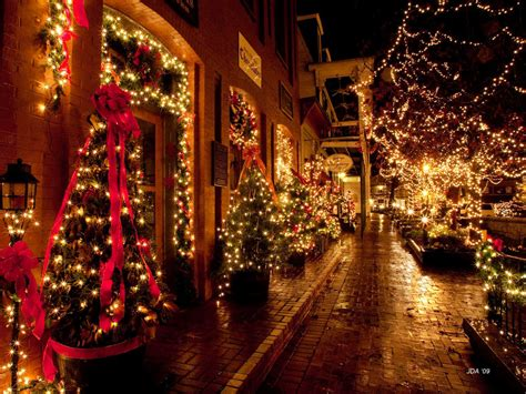 holiday lights and movie sites why you really need to plan a visit to dahlonega georgia
