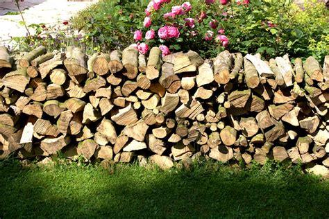Brennholz Stapeln, Richtig Lagern Und Trocknen