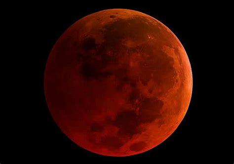 Zaćmienie księżyca to wyjątkowe zjawisko astronomiczne. Dziś na niebie superksiężyc. To będzie krwawa niebieska pełnia Księżyca!