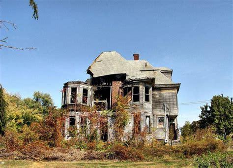 Eerie Photos of 25 Derelict Homes Around the World - Urban ...