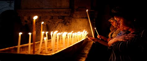 candle lighting jerusalem light a candle in the church of holy sepulcher