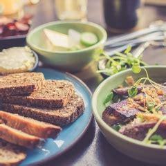 Vai darbinieku ēdināšanas izdevumi var rasties brīvdienās? | ifinanses.lv
