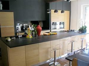 Deco Cuisine Bois : cuisine avec plan de travail granit et fa ades bois cuisines contemporaines pinterest ~ Melissatoandfro.com Idées de Décoration