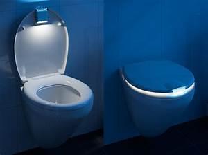 Objet Deco Salle De Bain : l 39 objet insolite du jour l 39 abattant de wc lumineux ~ Teatrodelosmanantiales.com Idées de Décoration