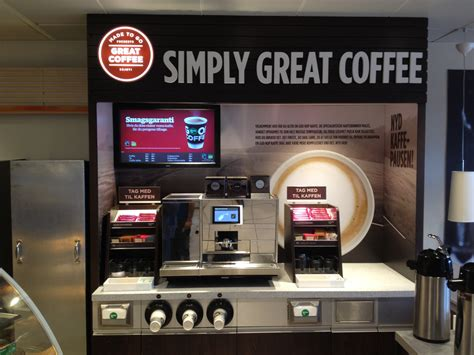Rebranding over 3000 stores takes awhile, so the company looked to us for a temporary solution for stores. Simply Great Coffee 1 - Circle K Danmark A/S