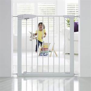 barriere de securite enfant munchkin metal l73 79 cm h With barriere securite piscine leroy merlin