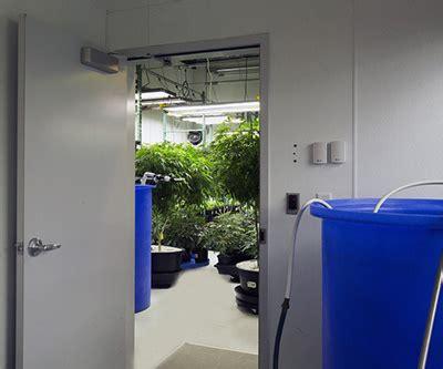 Indoor Grow Closet Setup by Zombiegardens Indoor Grow Rooms