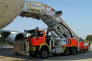 Webcam Flughafen Hamburg : rettungstreppenfahrzeug der flughafenfeuerwehr hamburg foto bild autos zweir der ~ Orissabook.com Haus und Dekorationen