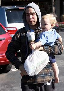 Pete Wentz And Son At The Beverly Glen Mall 1 of 20 - Zimbio