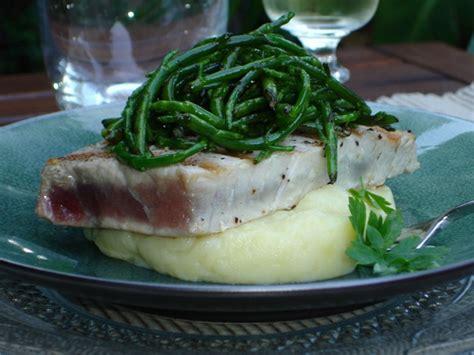 salicorne cuisine steak de thon grillé purée à l 39 ail et salsa de salicorne