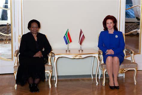 Solvita Āboltiņa tiekas ar Dienvidāfrikas vēstnieci   Flickr