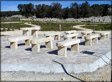 panchina in pietra per arredo giardino la pietra taurina