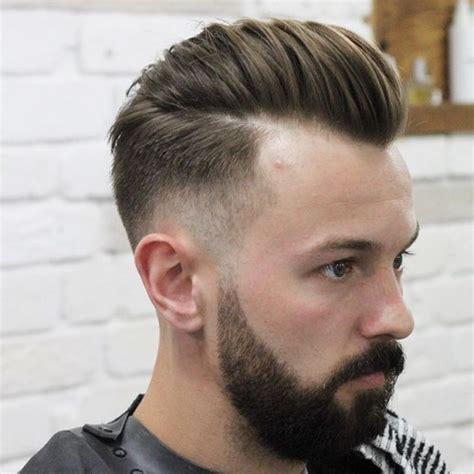 coiffures pompadour modernes coupe de cheveux homme