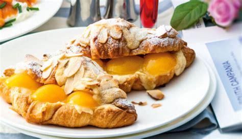 Kruasāni ar mandeļu krēmu un aprikozēm - Tasty.lv - DELFI