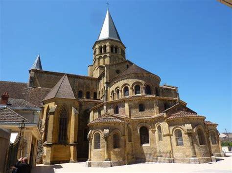 les sanctuaires de paray le monial chr 233 tiens aujourd hui