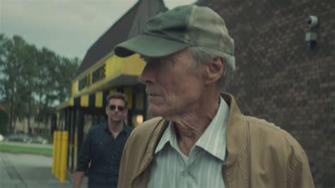 2017 muss earl stone fast neunzigjährig insolvenz anmelden und sein haus soll zwangsversteigert werden. « The Mule » de Clint Eastwood avec ClintEastwood ...