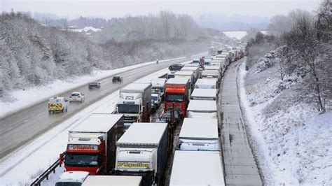 Government's 'no deal' Brexit plans lost on M20 motorway ...