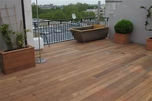 balcon en bois avec lames de terrasse With ordinary maison bois sur plots 15 caillebotis en bois pour toit terrasse