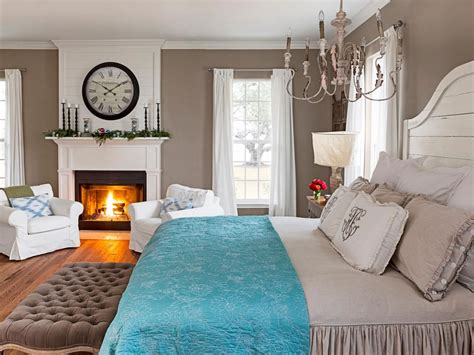 fixer upper hosts chip and joanna gaines holiday house