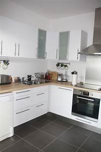 Cuisine blanche bois et inox photo 5 6 3509189 for Idee deco cuisine avec cuisine blanche et grise et bois
