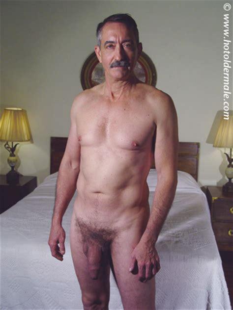 Ältere männer nackte Am Meisten
