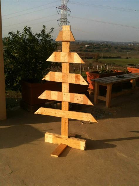 simple pallet christmas tree  pallets